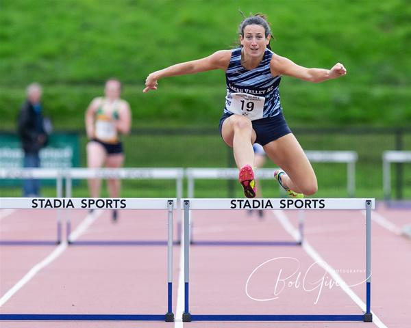 2020-niulsterchamps-laurafreyhurdle.jpg